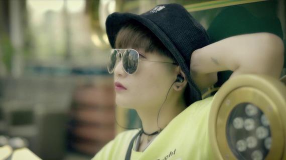 街拍短片MV  [ 个性女孩 ]
